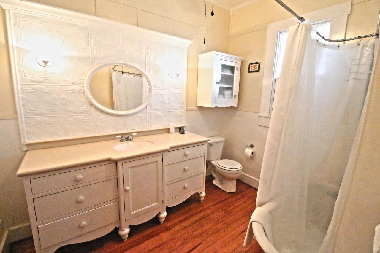 /var/www/html/wp-content/uploads/2018/11/bathroom