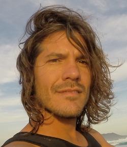 /var/www/html/wp-content/uploads/2018/11/surfer-profile