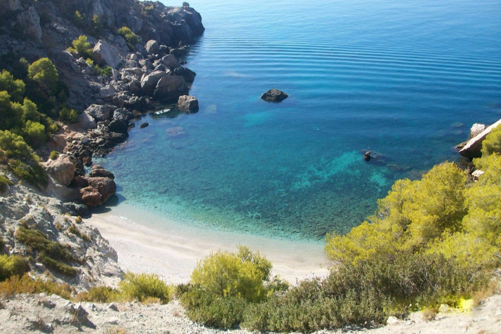 Playa-de-La-Caleta-de-Maro-en-Nerja