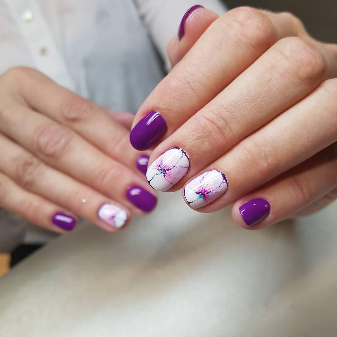 cele-mai-dragute-modele-de-manichiura-pentru-unghiile-scurte-model-floral