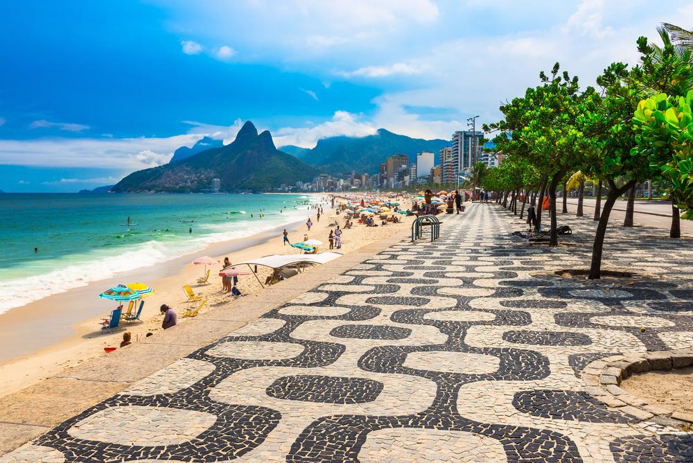 Ipanema-beach-in-Rio-de-Janeiro-Brazil_shutterstock_422575195