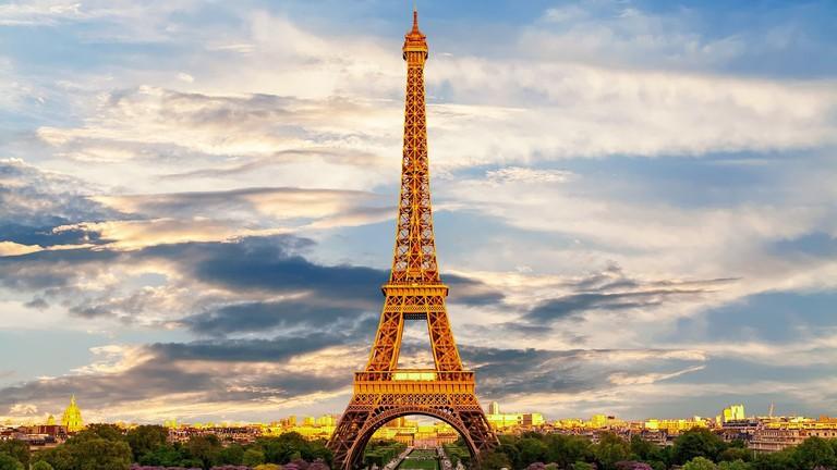 eiffel-tower-3349075_1280-1