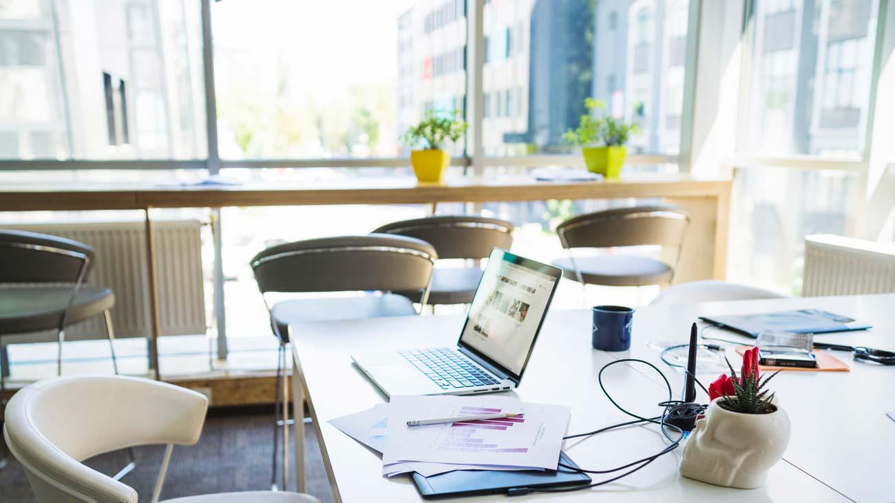 laptop-desk-office
